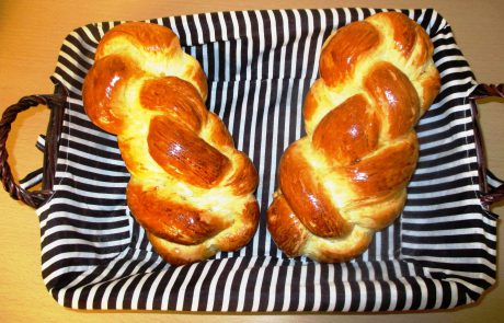 Chabad: Origins, Laws and Customs of the Two Loaves