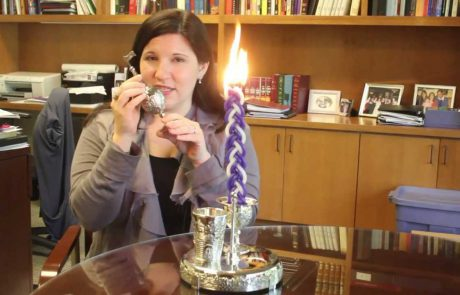 How to Perform the Reform Havdalah Ceremony