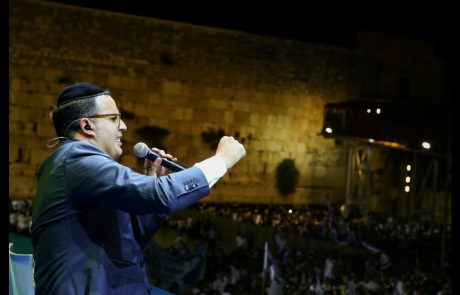 Yaakov Shwekey at the Western Wall on Jerusalem Day